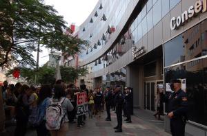 Manifestaciín Estudiantel contra la LOMCE. Santa Cruz de Tenerife. La Policía graba